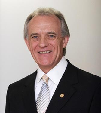 Dr. Claudio Seferin